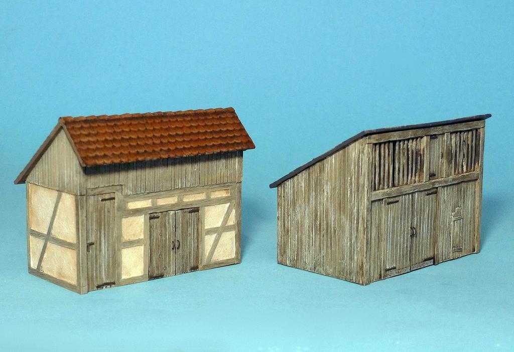 Zwei Brennholzschuppen von Müllers Bruchbuden