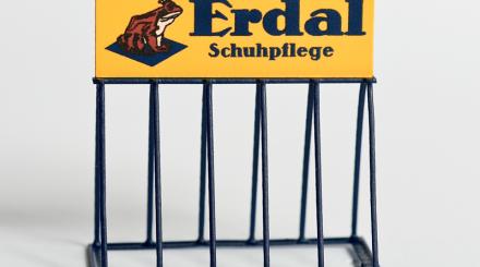Fahrradständer mit Erdal Werbung