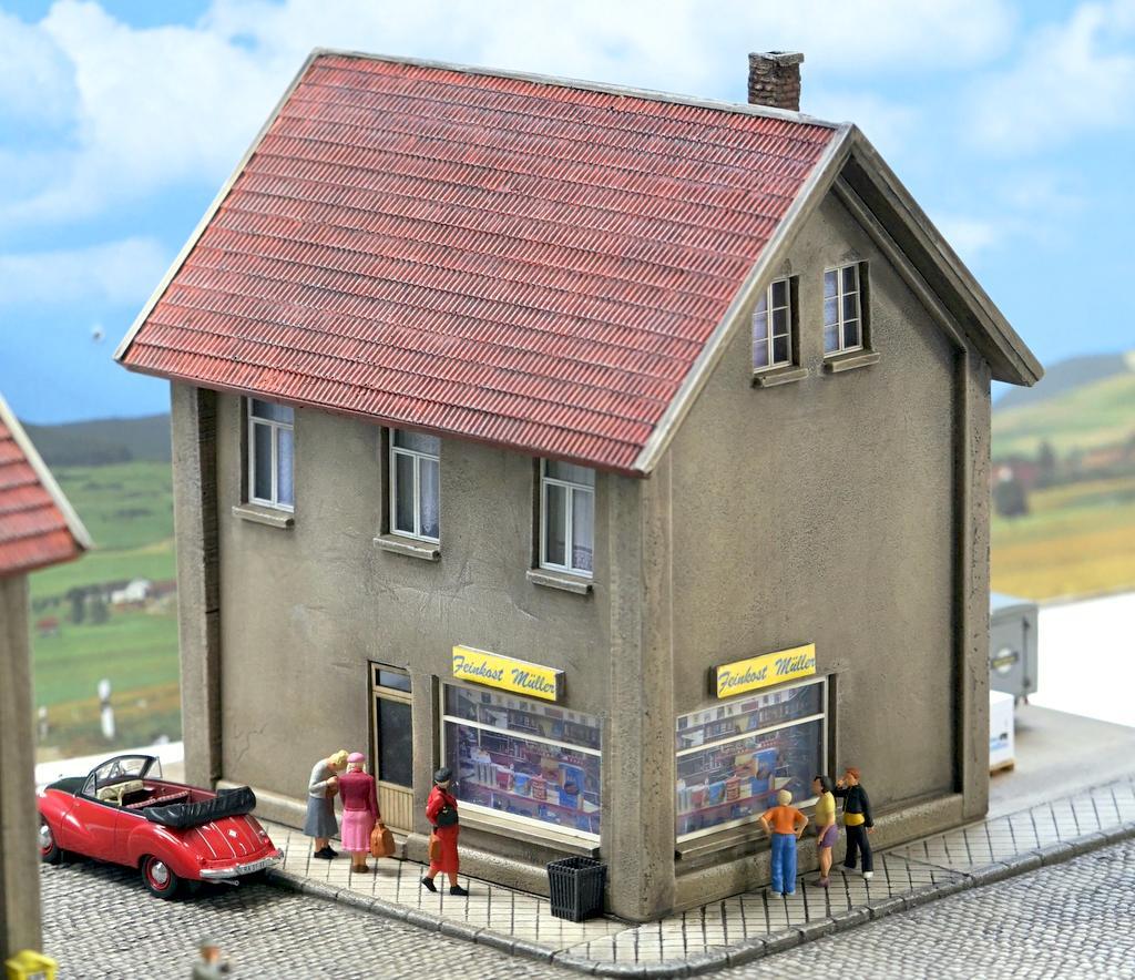 Waller Mietshaus mit Laden
